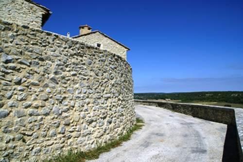Château de Lussan - Remparts