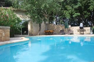 Jolie maison provençale climatisée, avec piscine