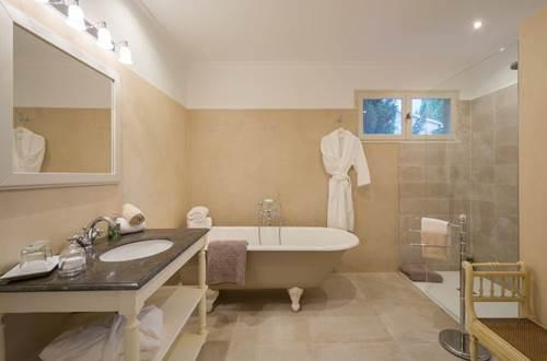 Domaine de Fos - chambre l'envol vert salle de bains © Domaine de Fos