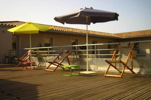 2012 Patio de Violette Terrasse et Parasol ©
