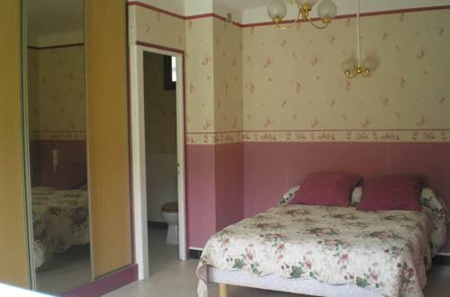 Hôtel LES QUATRE SAISONS Chambre rose ©