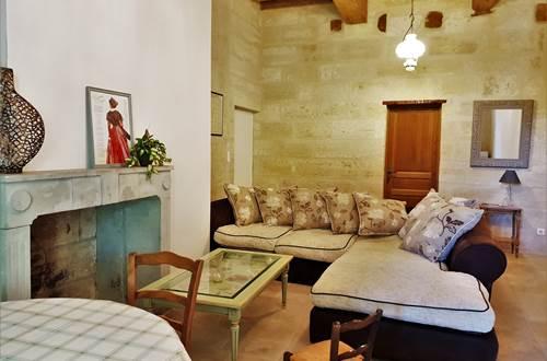 Le salon commun qui dispose d'un micro ondes, d'une bouilloire et d'un réfrigérateur d'appoint ©