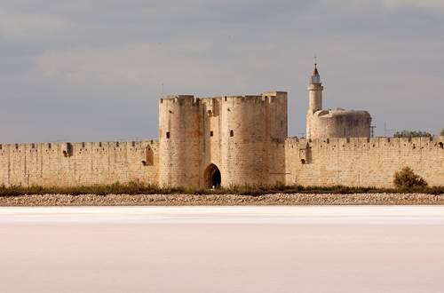 Tours et remparts d'Aigues-Mortes © CMN