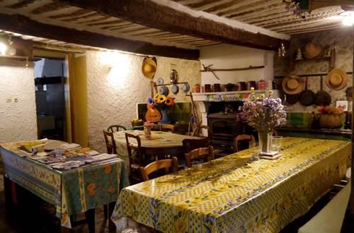 Gîte d'étape à Anduze - table d'hôtes ©