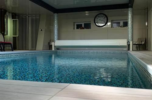 piscine interieure 2 ©