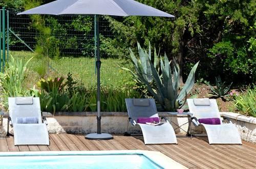 La Bergerie del Arte - bains de soleil bord de piscine © Di Martino