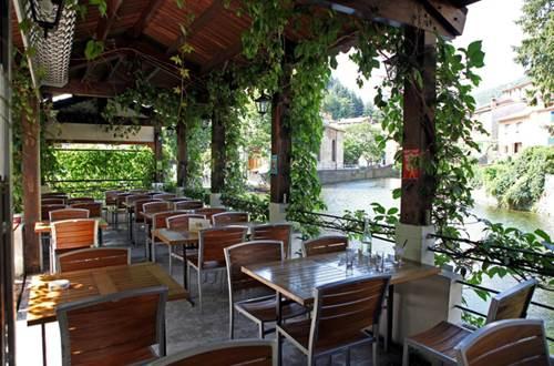 2012 Bruyères terrasse ©