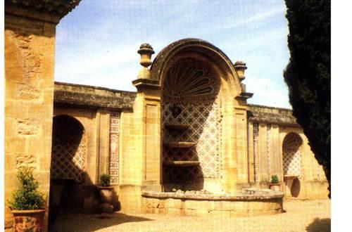 vers pont du gard;pont du gard, rive droite;gard;chateau de saint privat ©