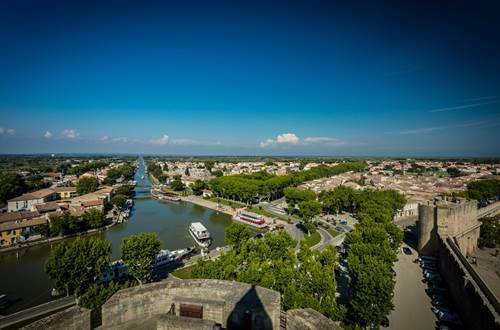 Remparts d'Aigues Mortes Tour Constance et Port ©
