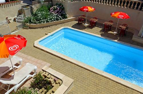 2012 Bruyères piscine 2 ©