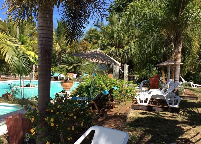 Piscine et transat Naina Park Hotel La Foa