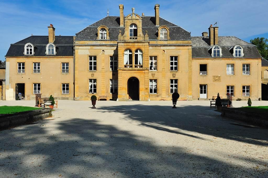 Donchery Sedan Chateau du Faucon
